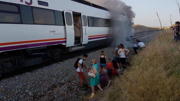 Un tren averiado que conecta Madrid con Extremadura
