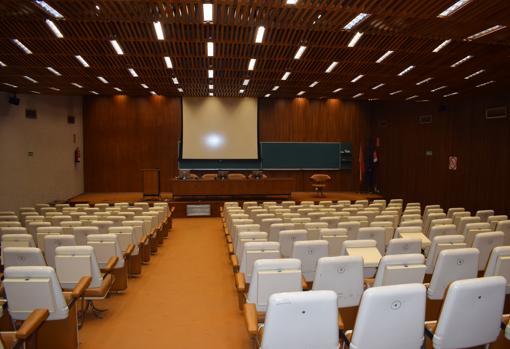 En el auditorio Miguel Fisac también diseñó los muebles