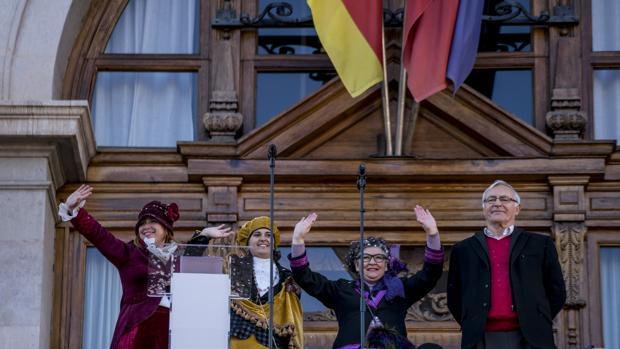 Imagen de Joan Ribó cpn las «magas republicanas» tomada el pasado año