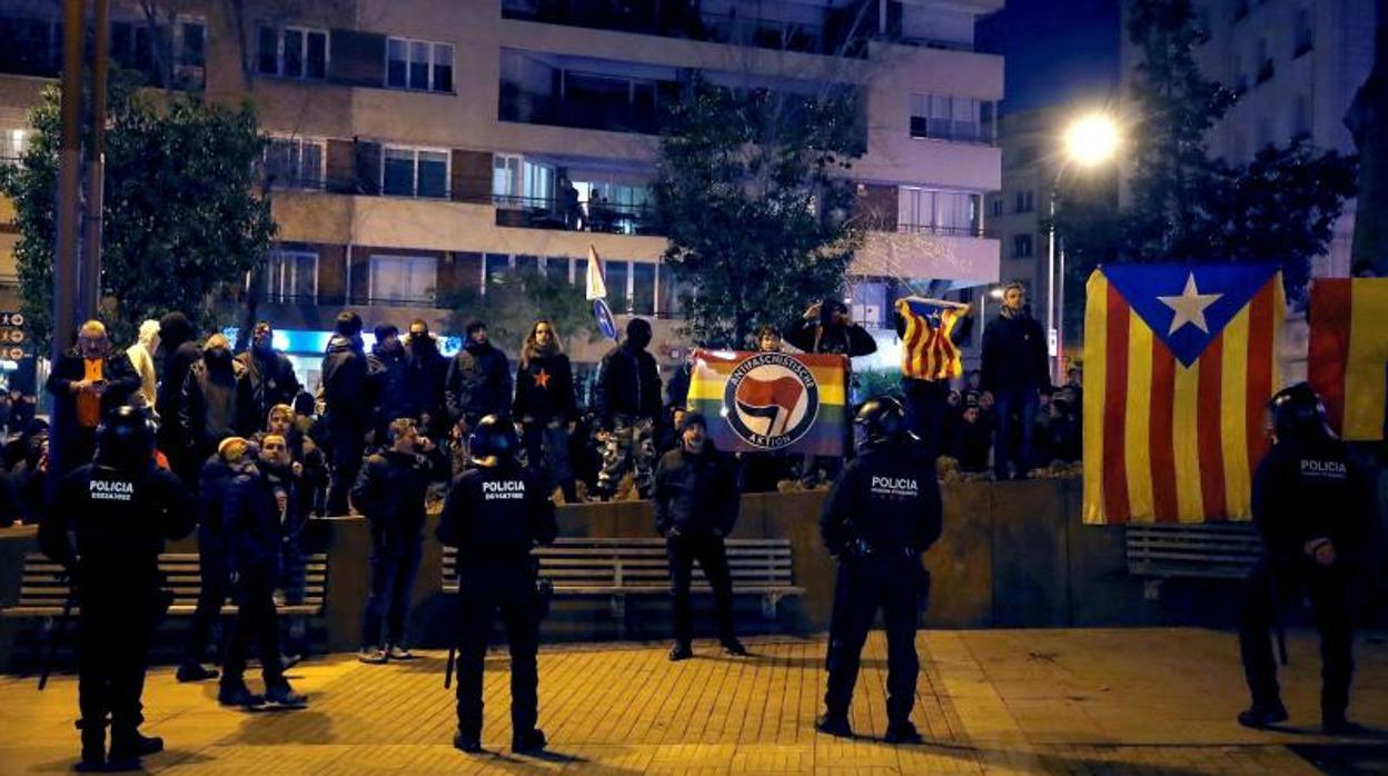 El desenfreno virtual de mossos secesionistas indigna al Cuerpo