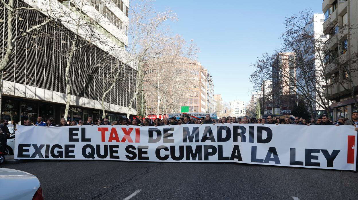El taxi en Madrid anuncia una nueva huelga para el 21 de enero, víspera de Fitur