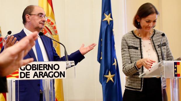 La ministra de Industria, Reyes Maroto, junto al presidente aragonés Javier Lambán