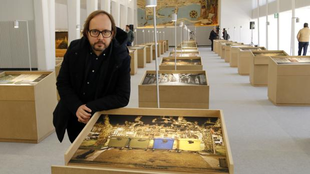 El autor de la exposición que rinde homenaje a las víctimas de ETA en Alicante