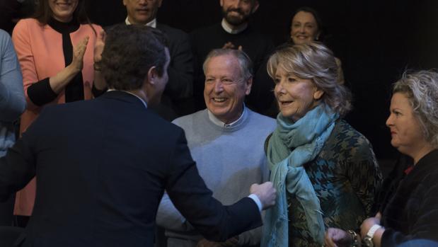Casado saluda a Esperanza Aguirre