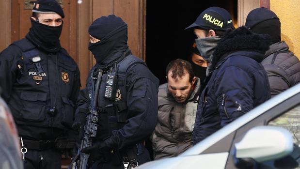 Uno de los supuestos yihadistas detenidos ayer durante la operación desarrollada en Barcelona e Igualada