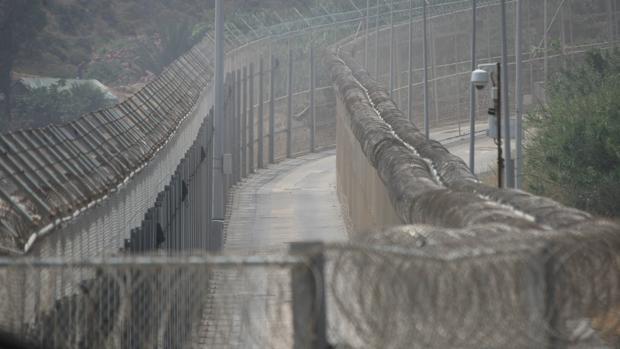 La Guardia Civil empezará «pruebas de sustitución» en tramos de la valla de Ceuta por «otro sistema»