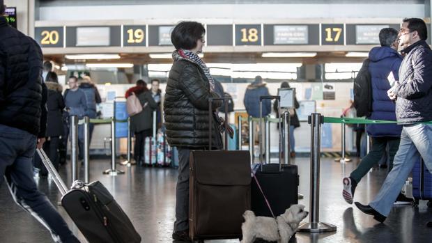 Imagen tomada este viernes, en la terminal de salidas del Aeropuerto de Valencia, el día que se presenta el balance de 2018