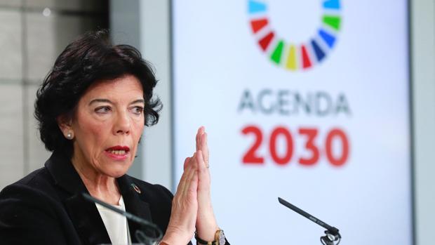La portavoz del Gobierno, Isabel Celaá, en la rueda de prensa posterior al Consejo de Ministros de hoy