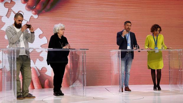 Jaume Vives, Teresa Freixes, José Rosiñol y Dolors Montserrat, durante el debate