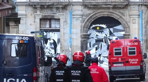 La Policía mantiene vigilado el exterior del palacio del Marqués de Rozalejo