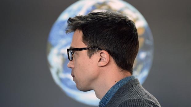 El candidato de Podemos a la Presidencia de la Comunidad de Madrid, Íñigo Errejón, visita el Planetario hace una semana