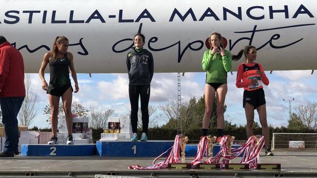 Podio femenino del Cross Nacional «Villa de Quintanar», con Cristina Espejo en lo más alto