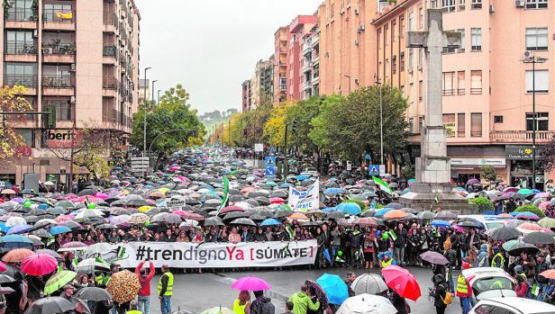Ofensiva del PP en el Congreso por el tren de Extremadura