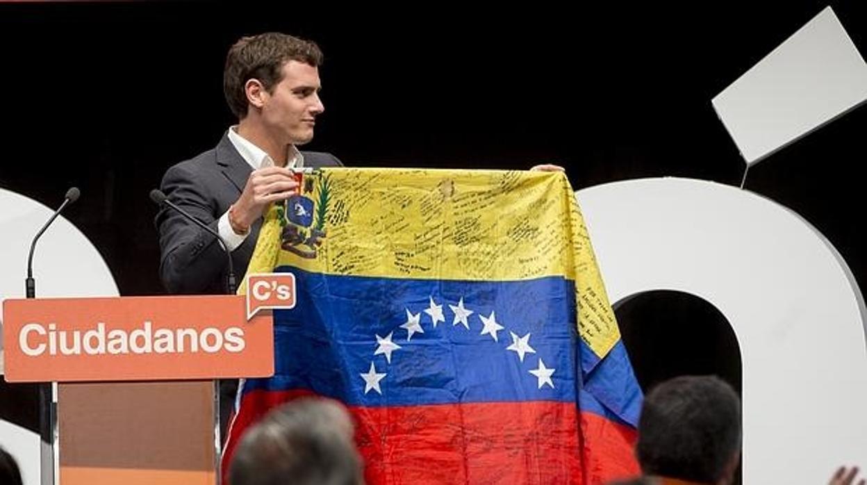 PP y Ciudadanos piden al Gobierno que reconozca a Guaidó como presidente de Venezuela