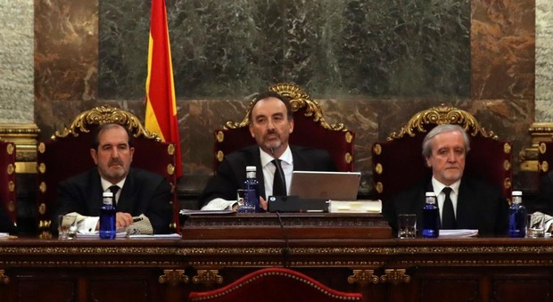 Tres jueces del tribunal del procés, formado por siete; en medio, el presidente, el juez Manuel Marchena