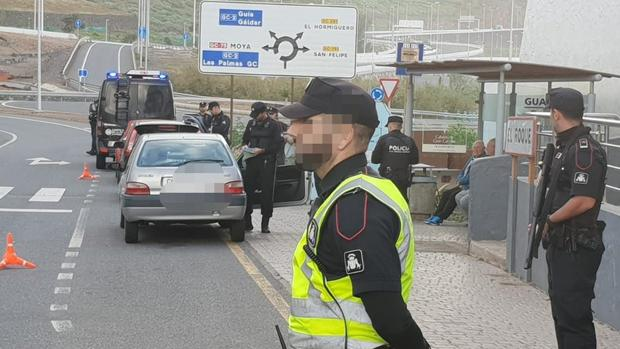 La unidad canina de la Policía Canaria ha detectado un kilo de hachís en un control de carretera esta semana