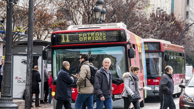Imagen de unos autobuses de la EMT de Valencia