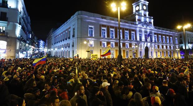 Venezolanos abarrotan la madrileña Puerta del Sol clamando por el fin de Nicolás Maduro