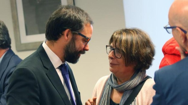 Fernández Heredia, gerente de la EMT, e Inés Sabanés, en la comisión de investigación