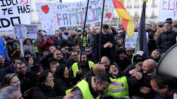 Concentración de taxistas frente la sede de la Comunidad de Madrid