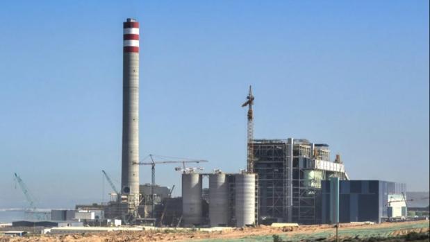 Central térmica del carbón en la costa sur de Marruecos, desde la que llega la energía a España