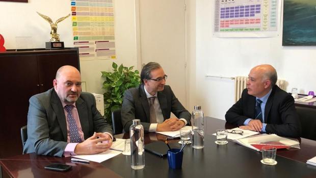 Reunión de representantes de Renfe con el director general de Carreteras y Transporte, David Merino