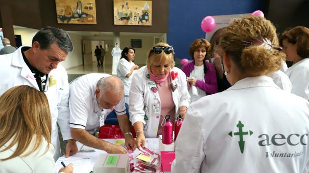 Voluntarios de la Asociación Española contra el Cáncer