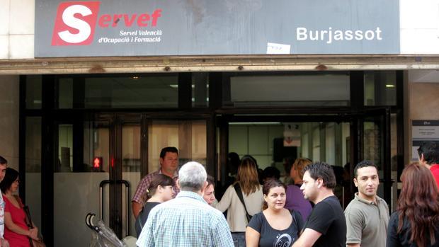 Imagen de archivo de la oficina del paro en Burjassot (Valencia)