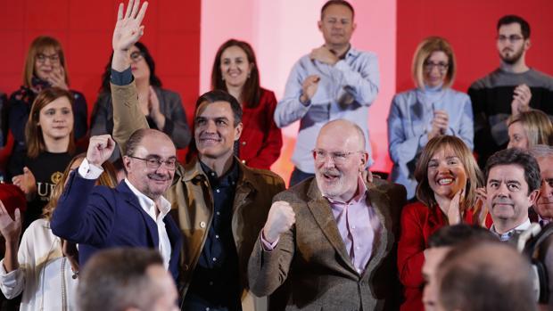 Sánchez deja de ser intocable en el PSOE