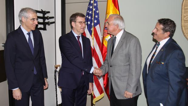 El presidente de la Xunta, Alberto Núñez Feijóo, junto al alcalde de Miami-Dade, Carlos A. Giménez