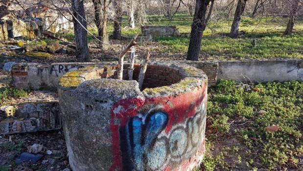 Uno de los pozos abandonados en el municipio de Las Rozas