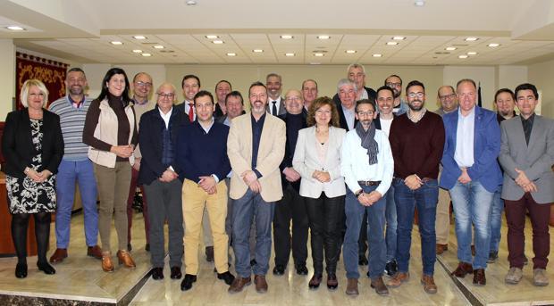 Foto de familia de los alcaldes de 25 municipios