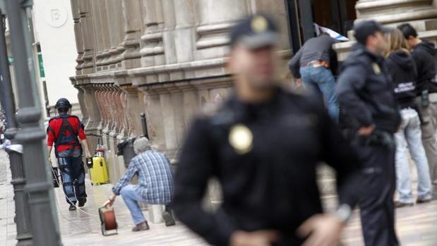 Intervención policial en una calle de Valencia