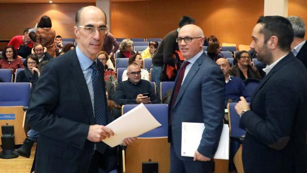 El conselleiro de Sanidade, en diciembre, durante la reunión constitutiva de los grupos de trabajo