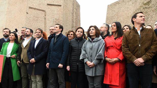 Foto de familia de los líderes políticos que han asistido a la marcha