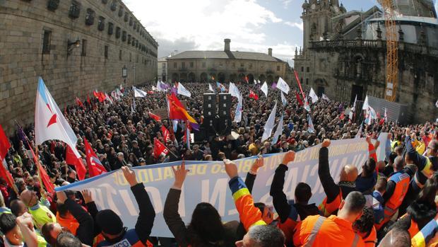 Final de la manifestación en la plaza de la Quintana