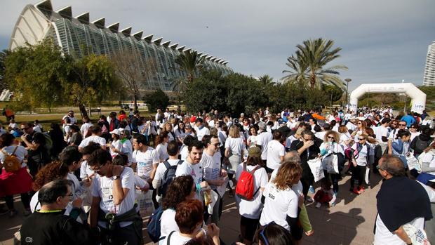 Participantes en la marcha de este domingo por el río