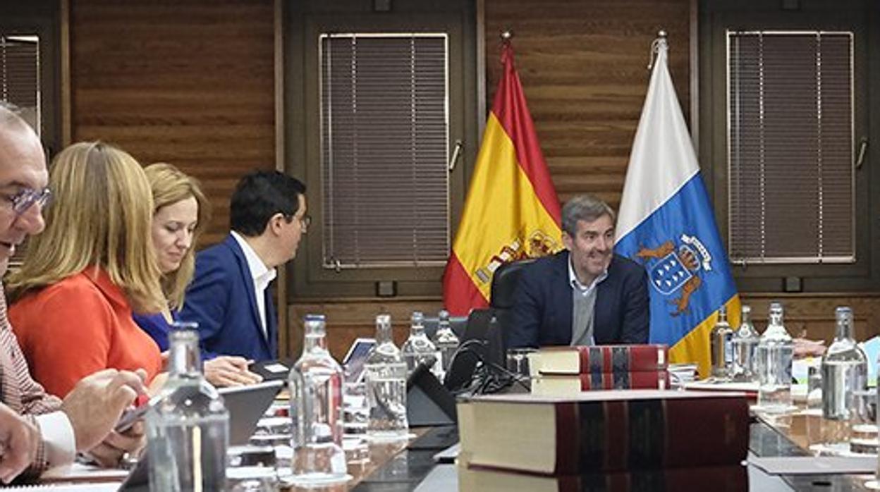 CC obvia la presión del PSOE y manda a Clavijo a buscan un nuevo mandato en Canarias