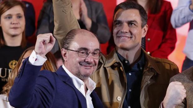 Pedro Sánchez y Javier Lambán, durante un mitin celebrado en Zaragoza el 2 de febrero