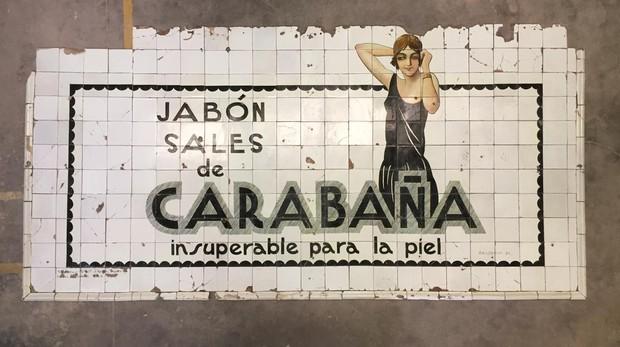 El anuncio hallado en la estación de Metro de Sevilla