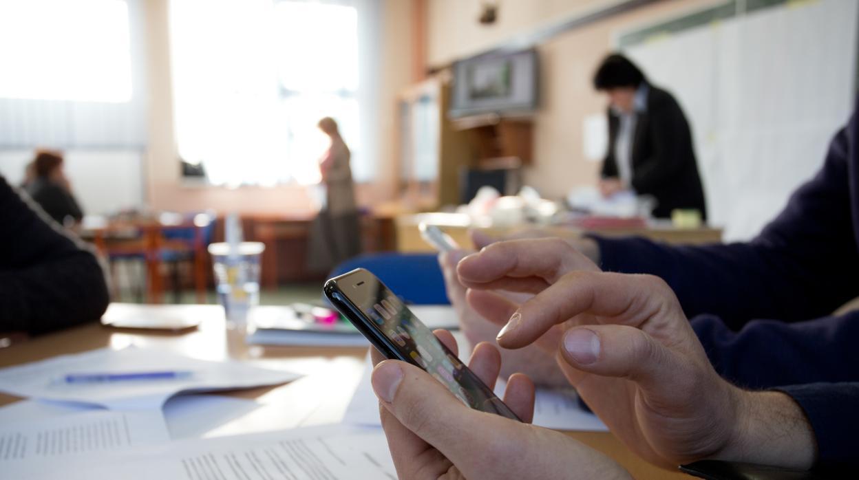 Amenaza de embargo a dos jubilados por una deuda telefónica de 23 euros