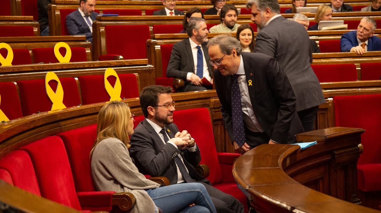 Independentistas y comunes bloquean el Parlament y aplazan el pleno como protesta por el juicio