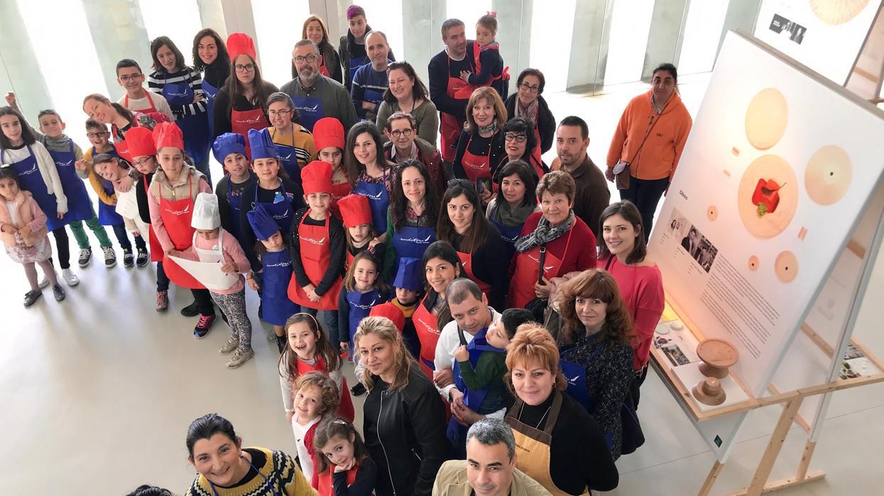 El Auditori Teulada Moraira despide la exposición «Disseny al Plat» con talleres artesanales participativos