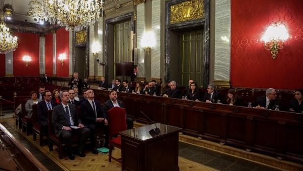 Panorámica de los acusados y sus defensas en el juicio del procés