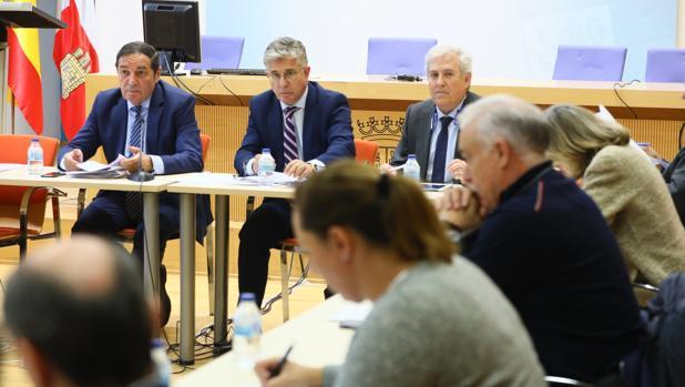 El equipo de dirección de la Consejería y miembros del grupo de trabajo en la última reunión