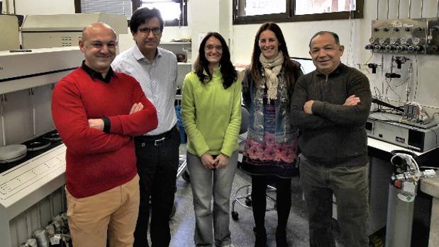 Investigadores que trabajan en las nanomedicinas contra el cáncer de próstata