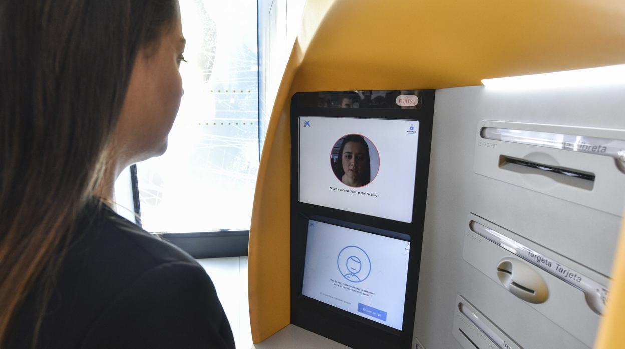 CaixaBank, primer banco del mundo que usa el reconocimiento facial en sus cajeros