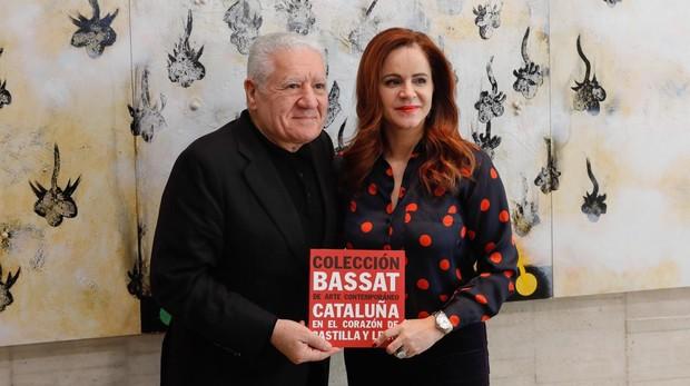 La presidenta de las Cortes de Castilla y León, Silvia Clemente, junto al publicista catalan Luis Bassat