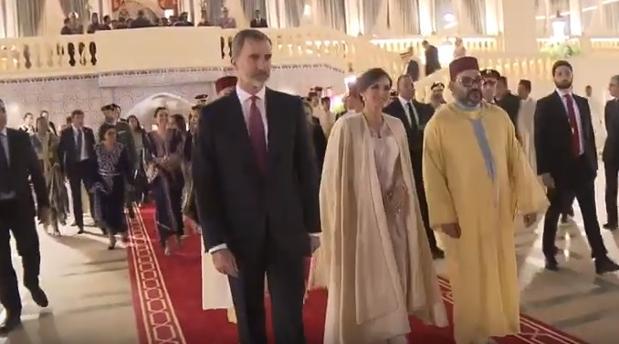 Doña Letizia abandona el Palacio Real de Rabat con la capa del Rey Mohamed VI