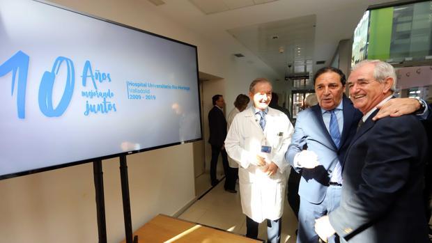 Sáez y el exconsejero Guisasola, durante la celebración del décimo aniversario del Hospital Rio Hortega de Valladolid